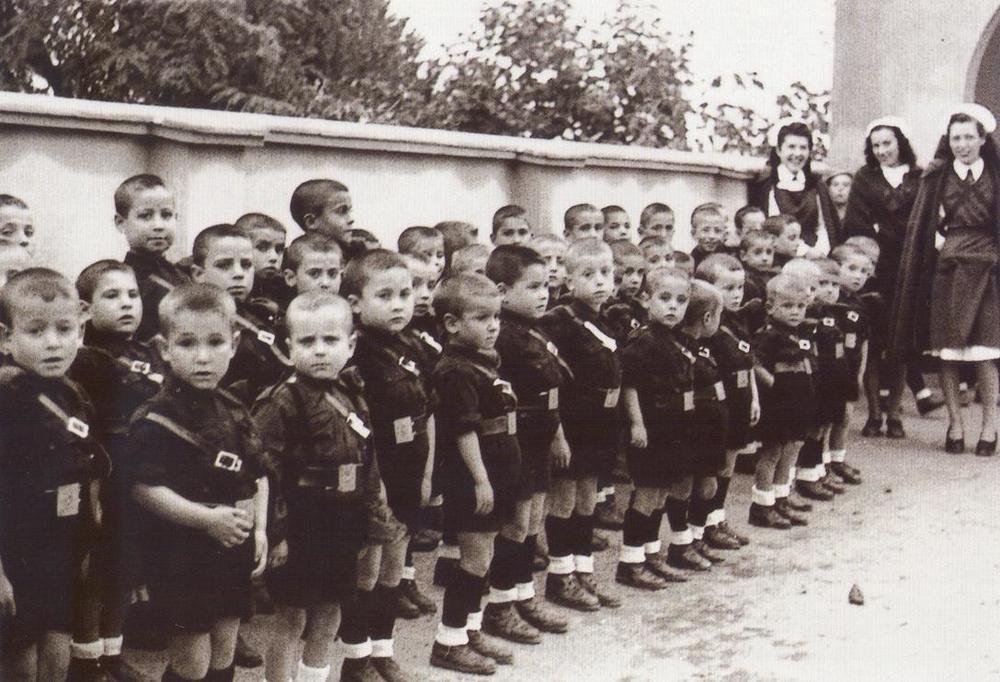 """Inauguración del nuevo hogar de Auxlio social """"Batalla de Brunete"""". 31-10-1942."""