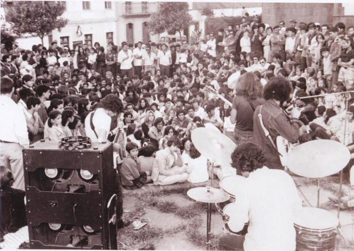 El público del festival durante la actuación de Stu and Drak