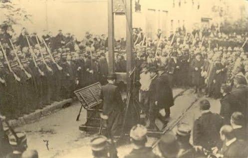 Ejecución de Liabeuf, que se dirige hacia la guillotina