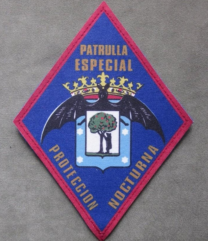 El logo con el murciélago de la Patrulla Especial Nocturna