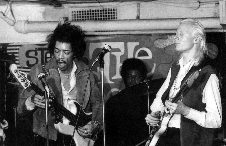 Hendrix y Winter en una imagen correspondiente a otra actuación distinta a la de Bleeding Heart
