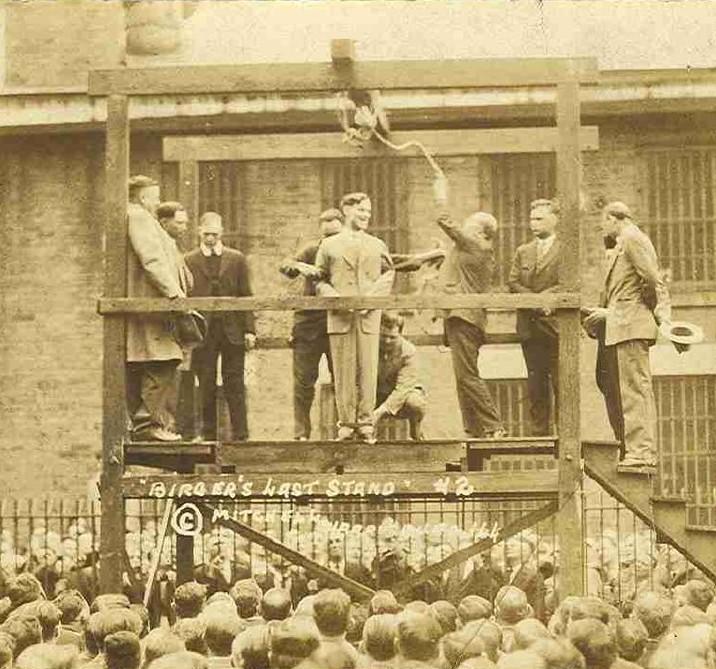 Charlie Birger riéndose antes de ser ejecutado