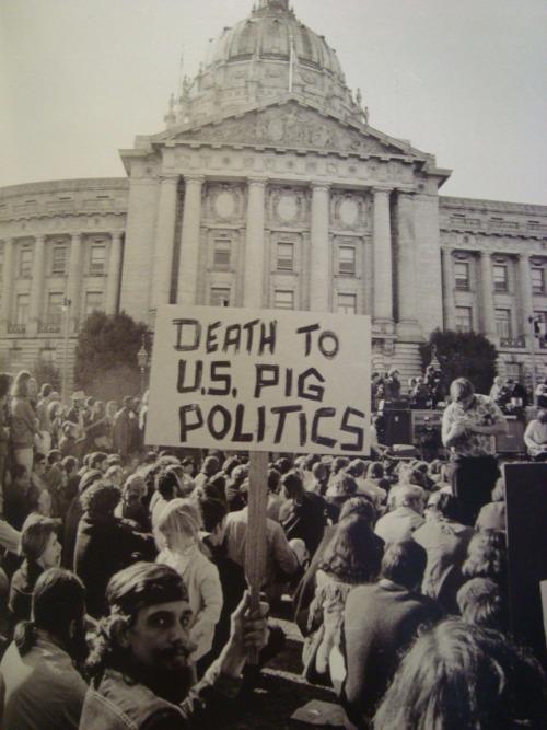 «Muerte a los cerdos políticos americanos». Manifestación contra la guerra. 1968.