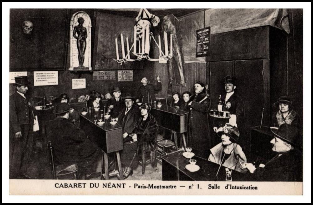El público en el interior del Cabaret du Néant de París