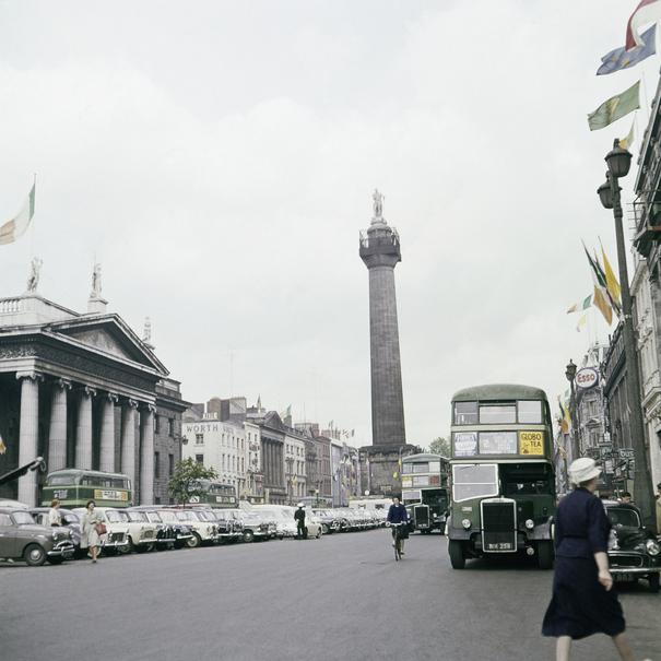 El monumento dedicado a Lord Nelson a comienzos de los sesenta