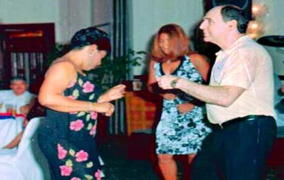 Bucaram fotografiado bailando