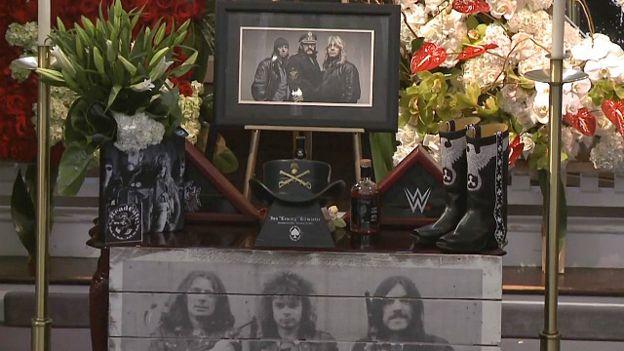 Altar en homenaje a Lemmy