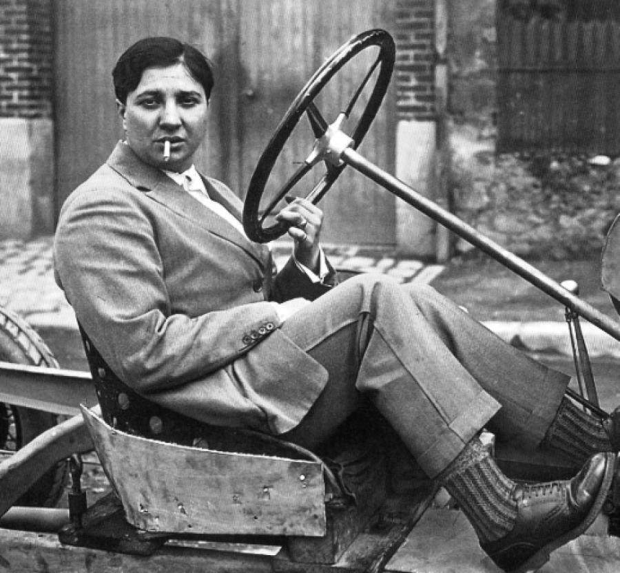 Morris como piloto de carreras