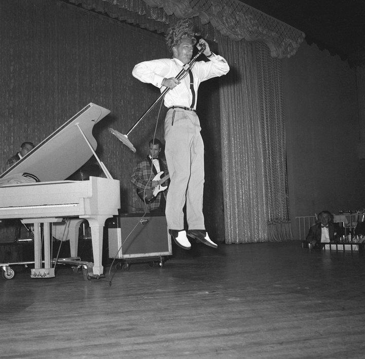 Jerry Lee Lewis durante una actuación en París en junio de 1958
