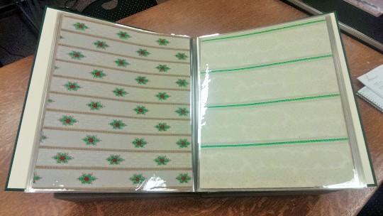 Una de las dos únicas copias del libro convenientemente sellado