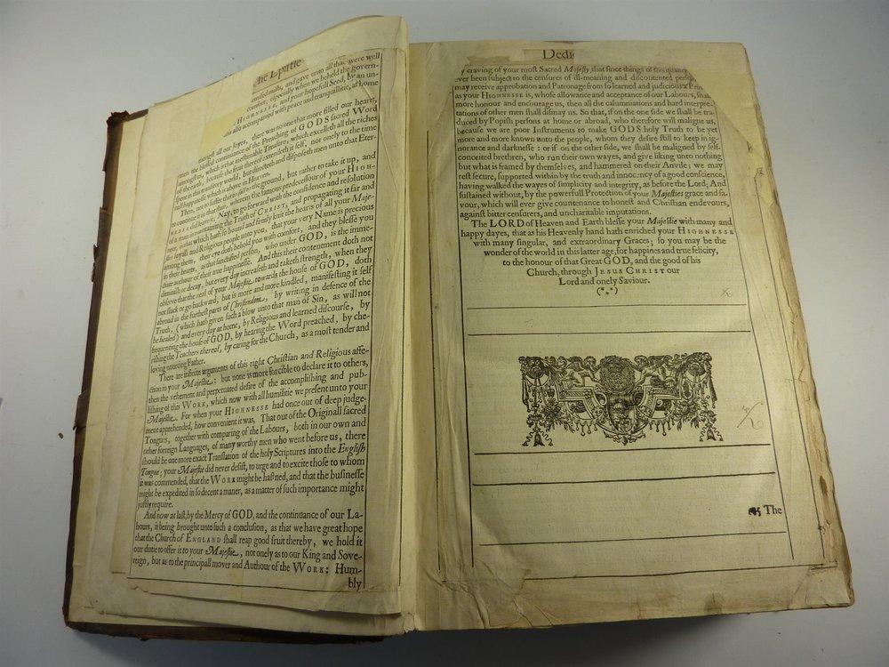 Ejemplar de la biblia editada por Barker