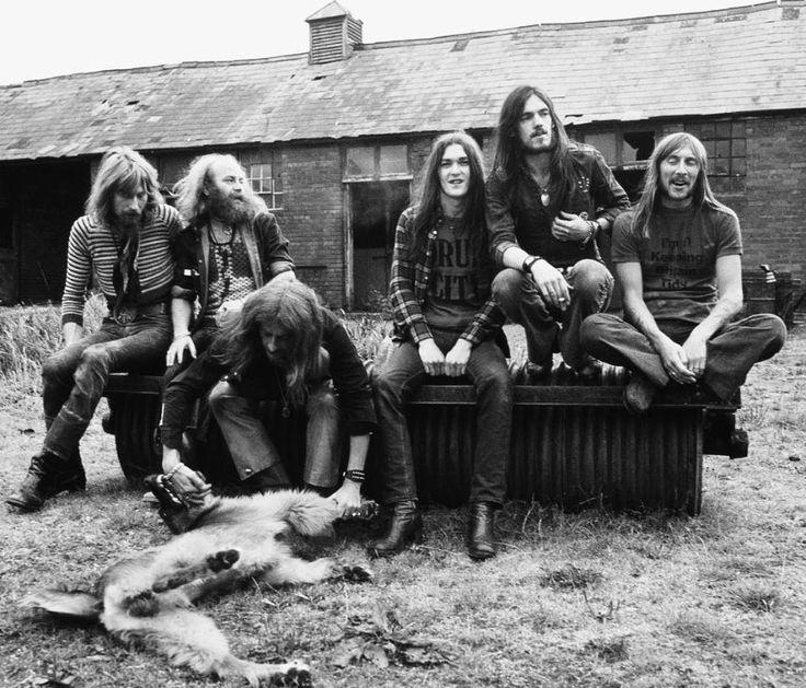 Hawkwind con Lemmy, el segundo por la derecha