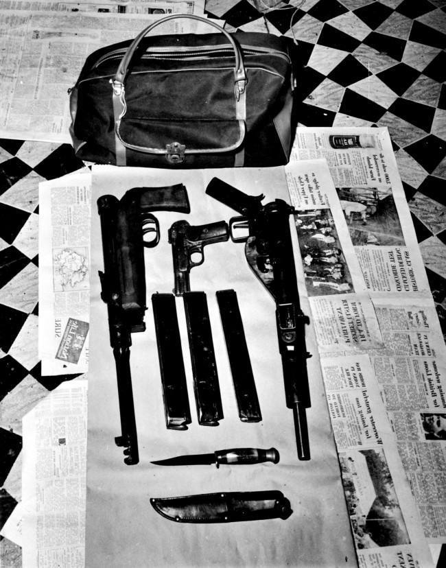Armas y explosivos encontrados en la comuna de la Angry Brigade