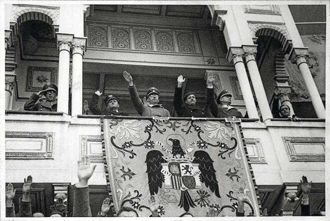 Himmler, junto a Franco, en Las Ventas