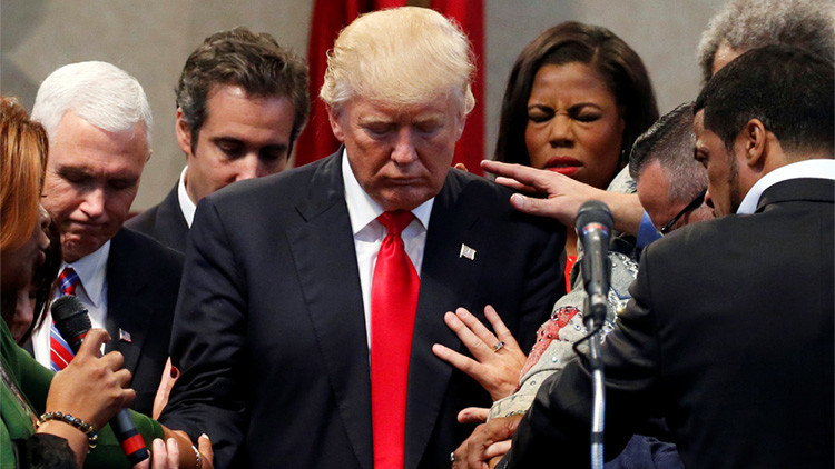 Instante en que Trump es exorcizado en Ohio