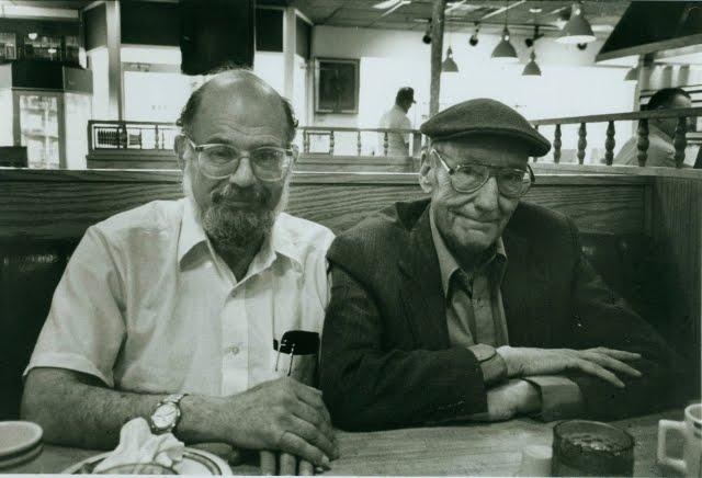 Ginsberg junto a Burroughs