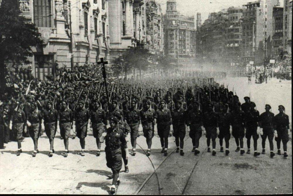 Requetés formados por, entre otros, Legionarios de Albañina