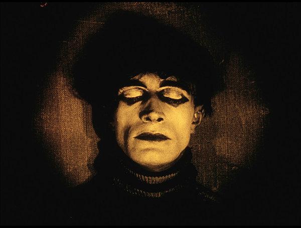 Cesare hipnotizado el  El gabinete del doctor Caligari