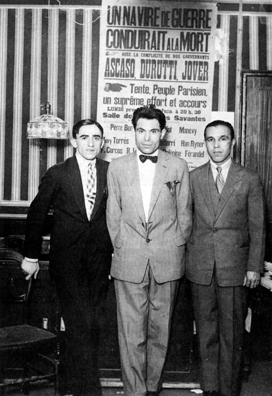 Buenaventura Durruti, en el centro, junto a Gregorio Jover y Francisco Ascaso (París, 1926)