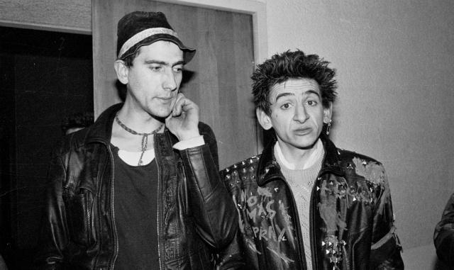 Txarli y Evaristo, de La Polla Records, tras un concierto en la Escuela de Caminos de Madrid. 1983. Fotografía de Marivi Ibarrola