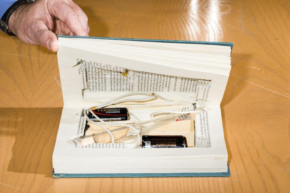 Recreación realizada por el FBI de uno de los libros bomba usados por Unabomber