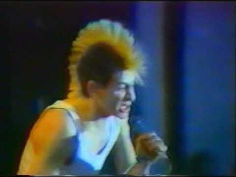 Evaristo durante la actuación en San Isidro, mayo de 1986