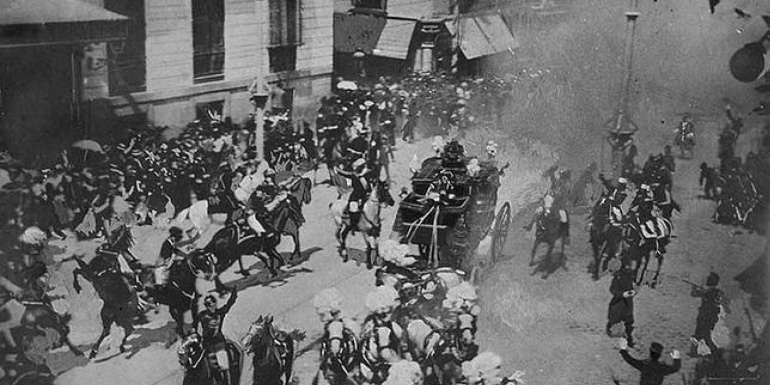 Instantes posteriores al atentado contra Alfonso XIII