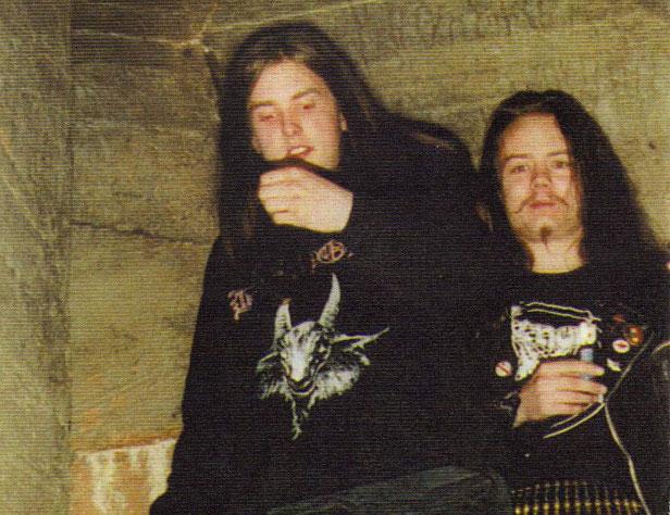 Euronymous, a la derecha, junto a quien sería su asesino Varg Vikernes