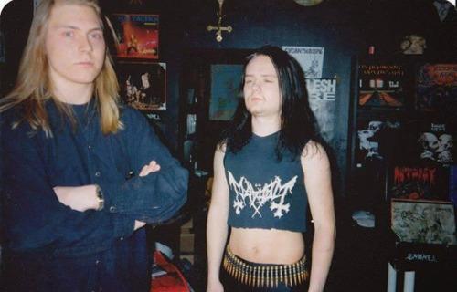 Euronymous, a la derecha, en su tienda de discos