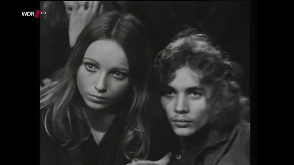 Dos espectadores durante el primer show de Kraftwerk