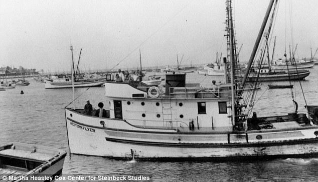 El Western Flyer, con Steinbeck a bordo, al regresar del mar de Cortés