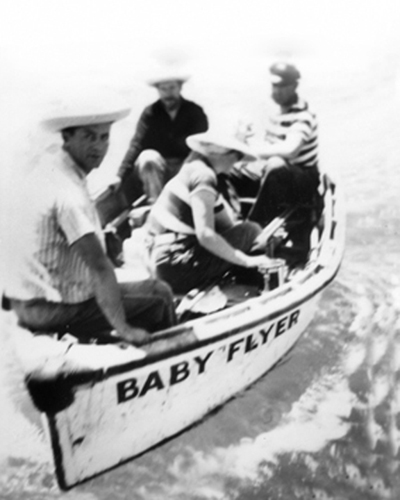 El Baby Flyer, bote del Western Flyer, en el mar de Cortés