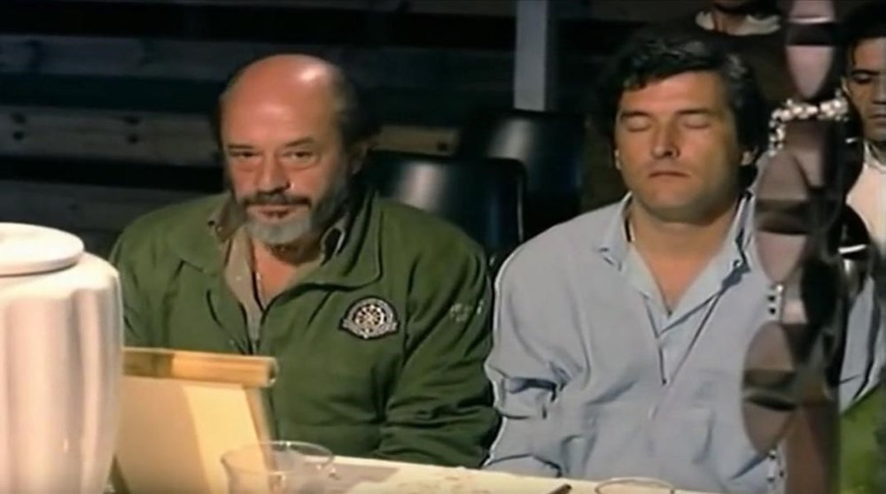 Jiménez del Oso junto a un afectado J. J. Benítez en pleno  viaje