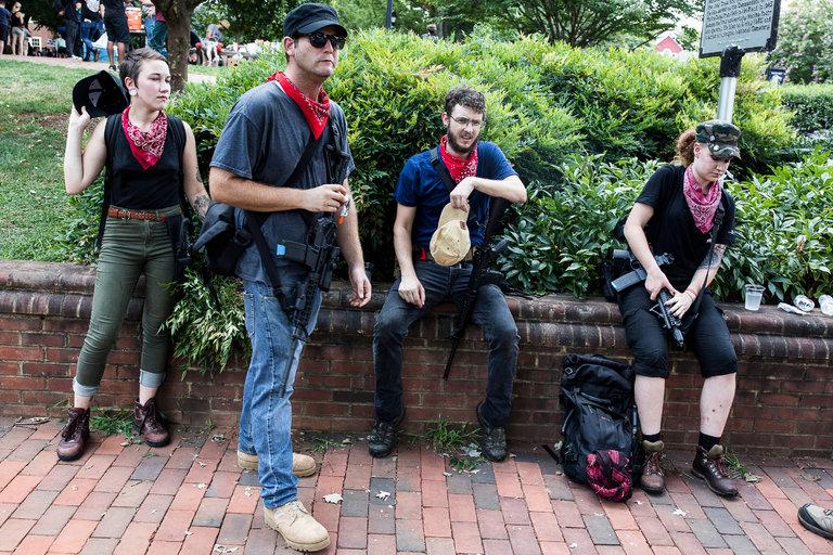 Militantes de Redneck Revolt en Charlottesville. Fotografía: Edu Bayer/NYT