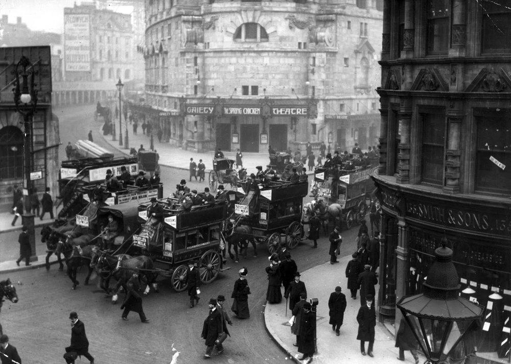 Dos imágenes de Londres en 1906