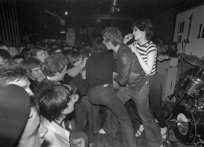 Siouxsie-and-the-banshees-100-Club-700x506.jpg