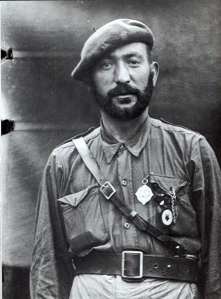 Soldado de un requeté navarro con el escapulario colgado a la izquierda, a la altura del corazón