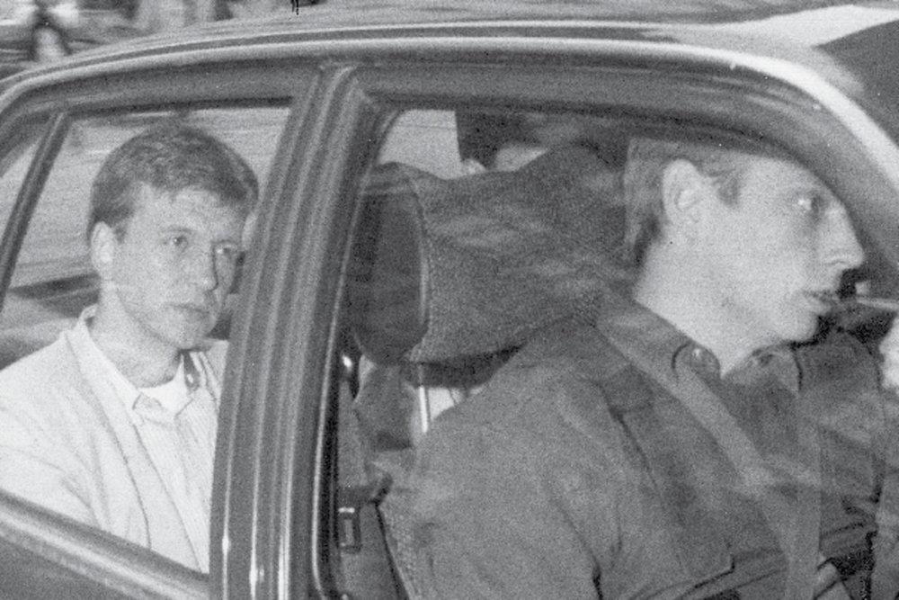 Uno de los detenidos es trasladado al juzgado. Fotografía: Scanpix