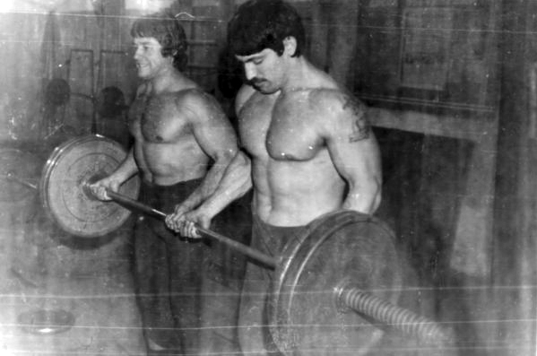 Dos liuberi en un gimnasio