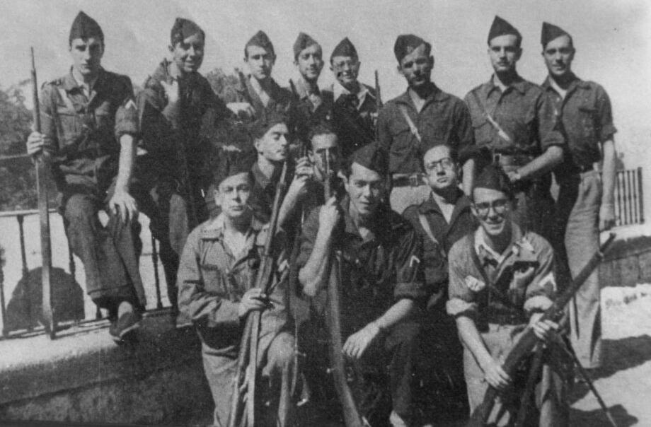 Luis de Caralt (segundo a la izquierda, sentado en la última fila)