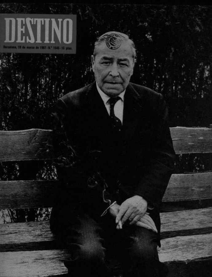 Josep Pla en la portada de  Destino  con motivo de su setenta cumpleaños