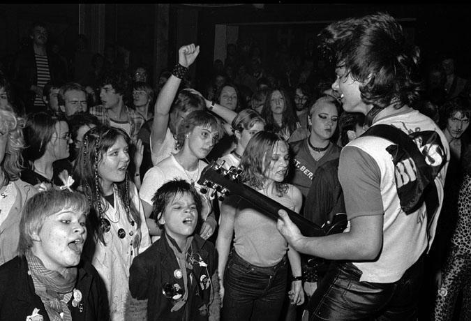 Flanagan en primera fila en un concierto punk en 1979. Fotografía:Jan Sneum