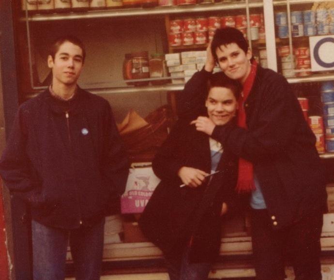 Adam Yauch de Beastie Boys junto a Flanagan en East Street, Nueva York
