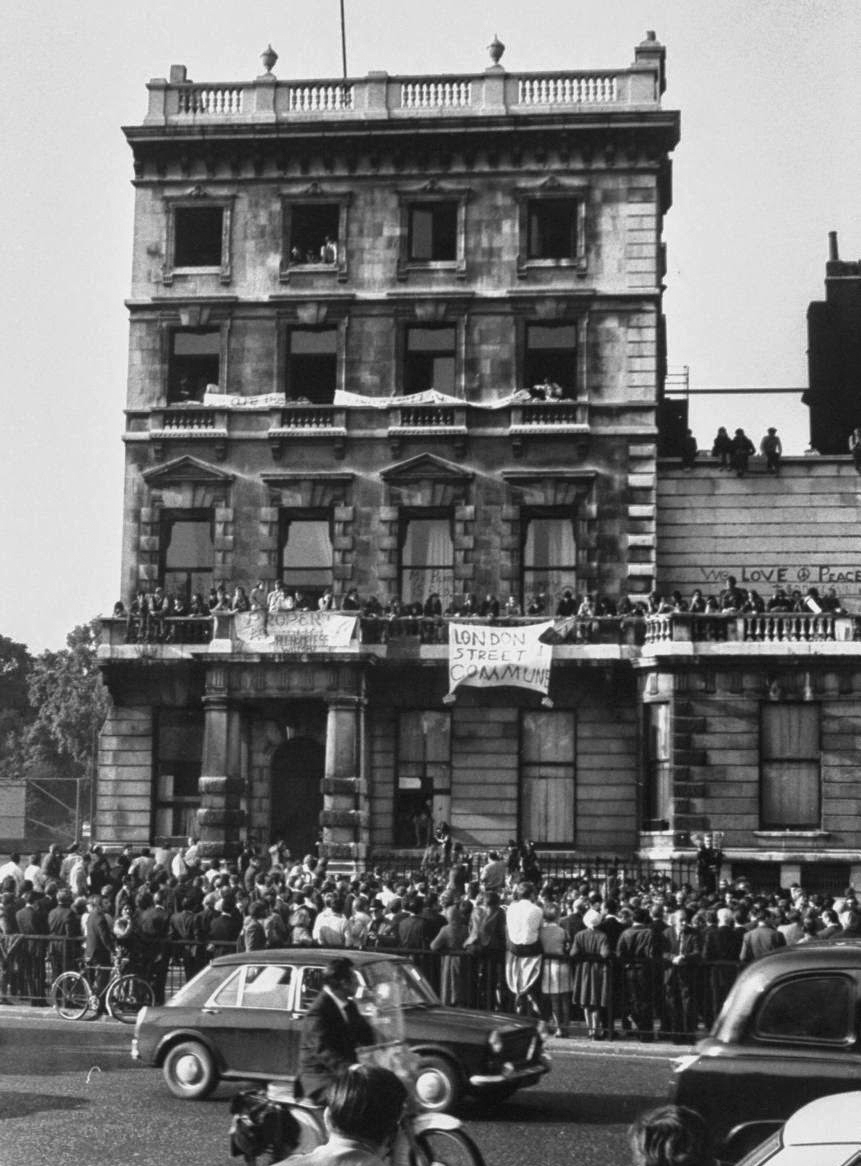 Commune of Hippie Squatters at 144 Picadilly, London, September 1969 (9).jpg