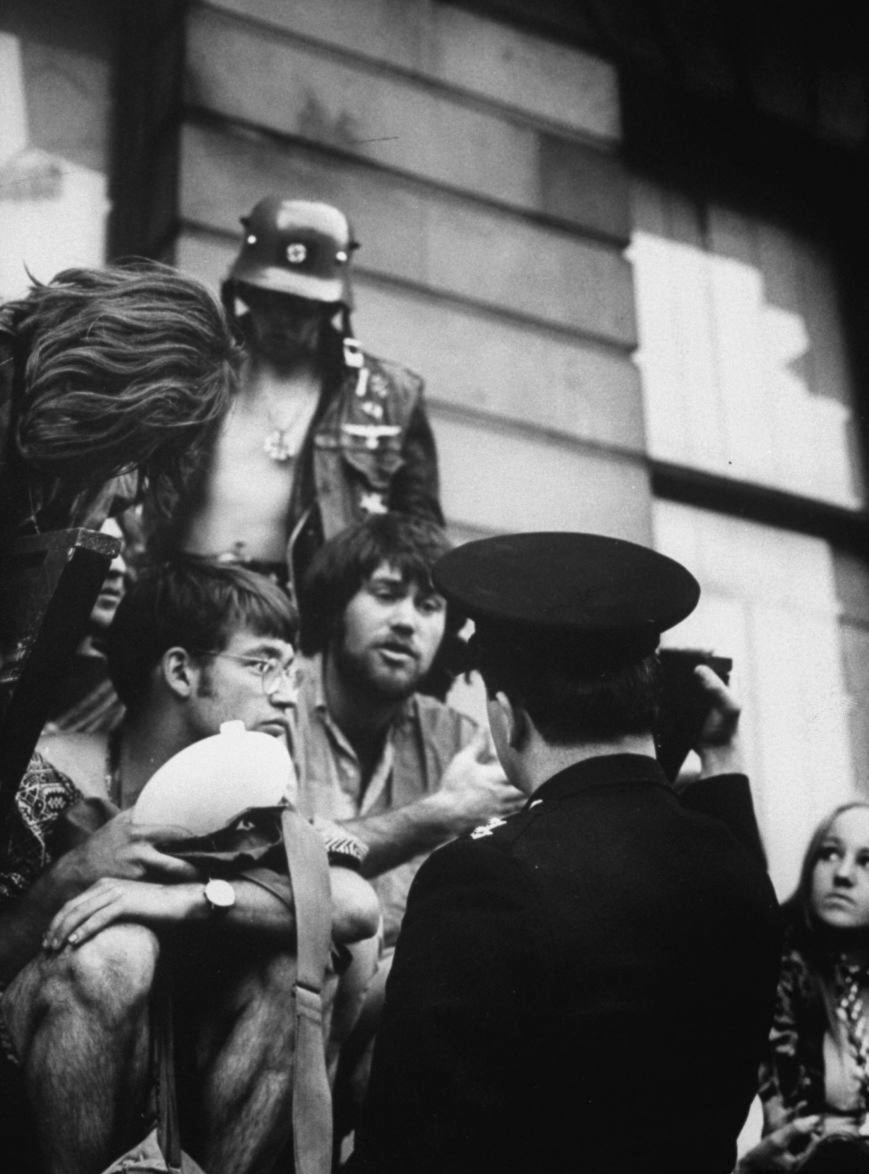 Commune of Hippie Squatters at 144 Picadilly, London, September 1969 (2).jpg
