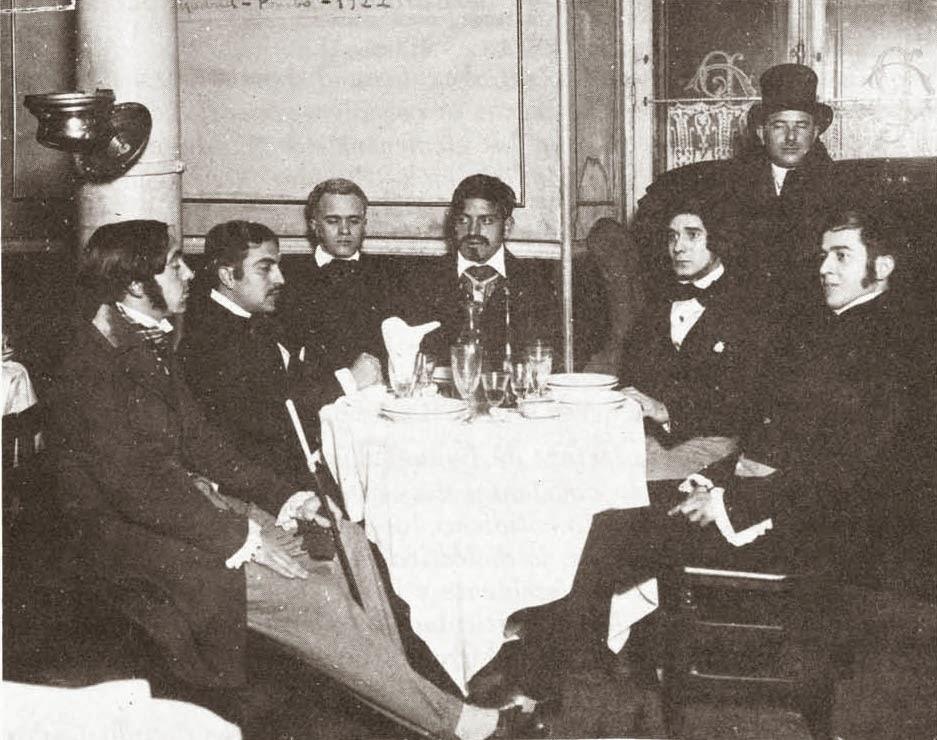 Buñuel, en el centro, junto a varios tertulianos vestidos de aristócratas en el café Pombo