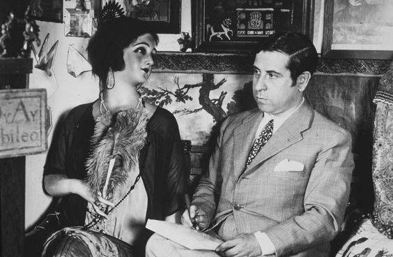 Gómez de la Serna junto a su muñeca