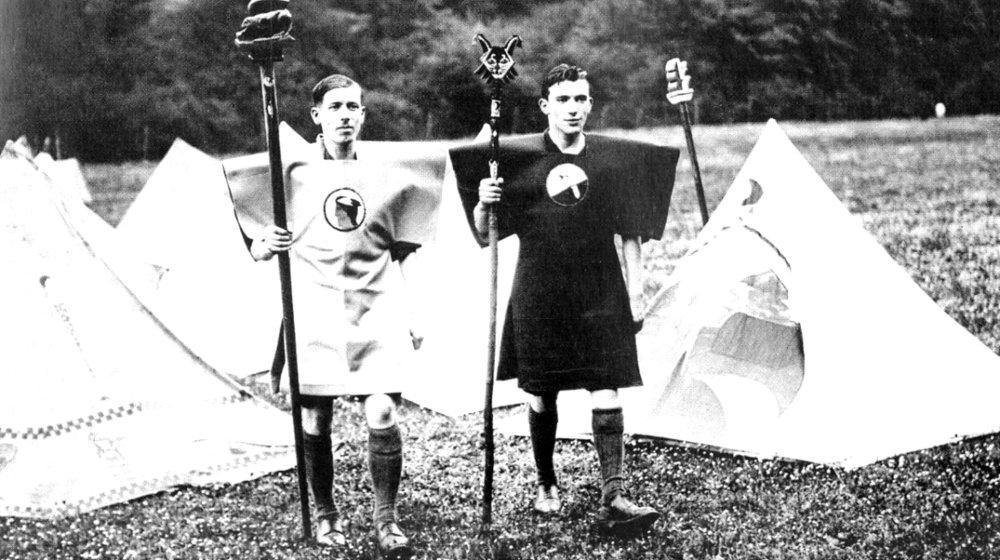 Kibbo-Kift-Kindred-members-at-camp-1928.-Courtesy-of-Judge-Smith-Kibbo-Kift-Foundation.-e1445254592701-1170x655.jpg
