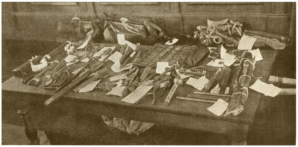 Herramientas e instrumentos para el robo incautados por la policía a los Trabajadores de la Noche ( La Vie Illustrée , marzo 1905)