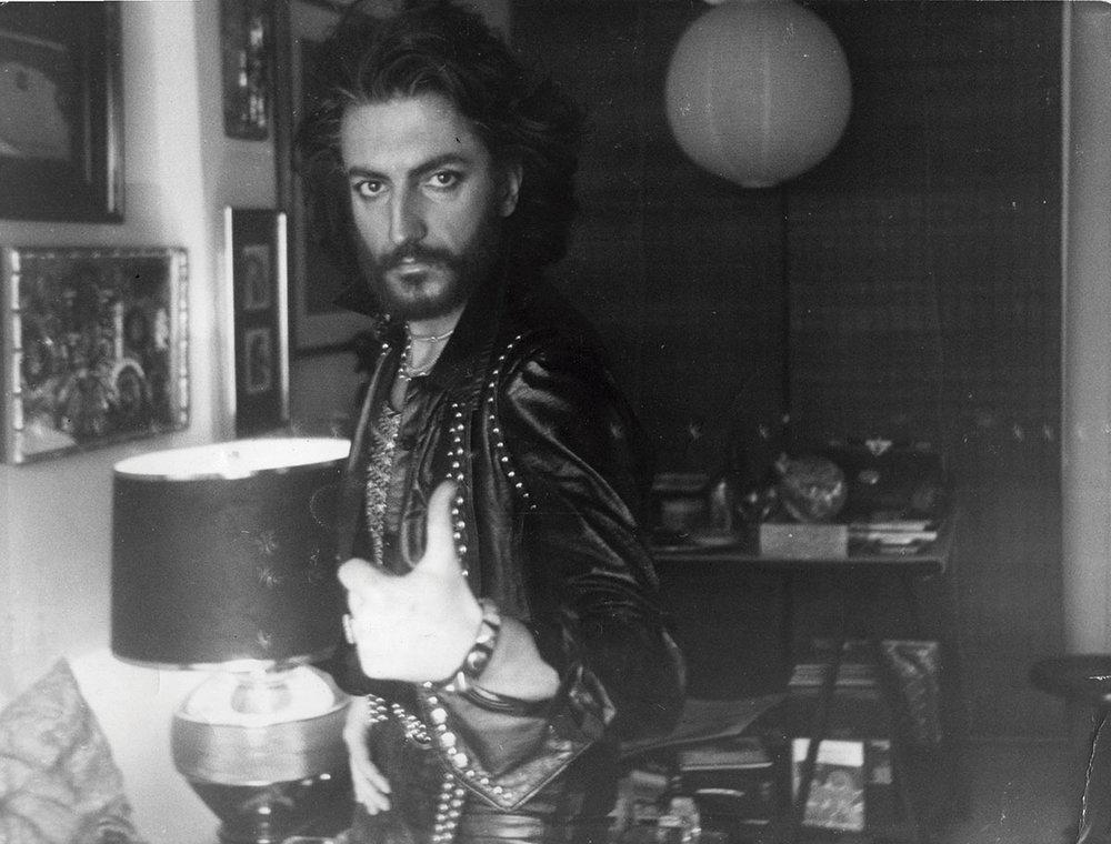 Tino Casal a lo Sandokán y adelantando la imagen de Obús en 1980. Foto: Archivo de la familia Casal